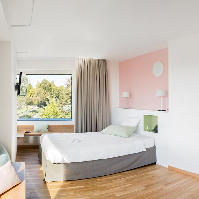 chambre standard reliva h tel patients reliva h tel patients. Black Bedroom Furniture Sets. Home Design Ideas